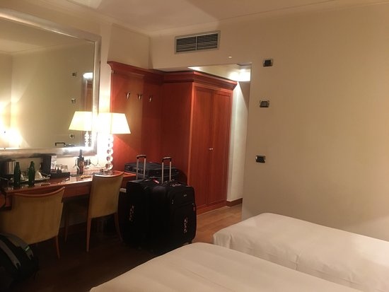 Good hotel; close to restaurants and convenience stores