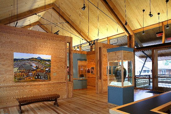 Sautee Nacoochee, GA: Interiors of Gallery