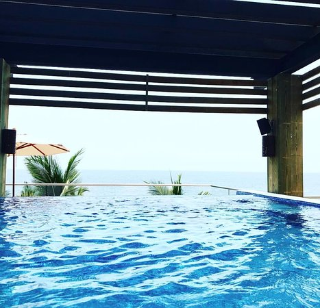 Hyatt Ziva Puerto Vallarta: You can see the end of the world from the third floor spa pools.