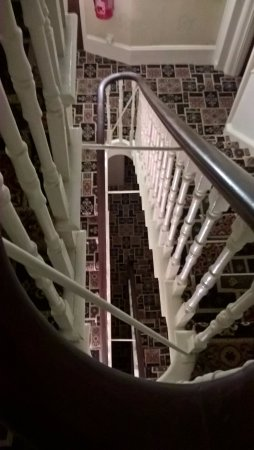 Wharncliffe Hotel: Downward view of the stairs.
