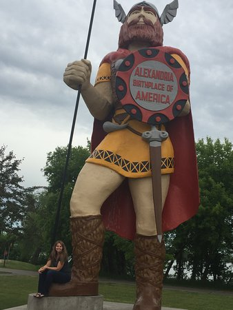 Alexandria, MN: Oh heck yeah, I want a photo with a Viking!