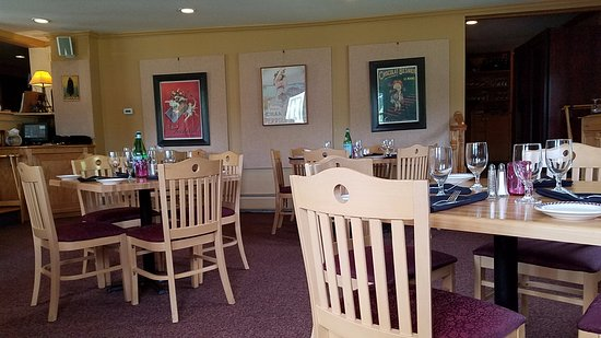 Bistro Henry: inside the seated dining area