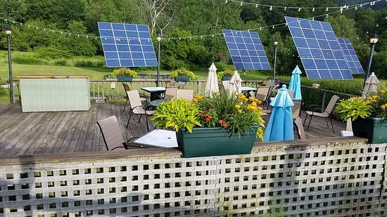 Bistro Henry: outside dining with solar panels