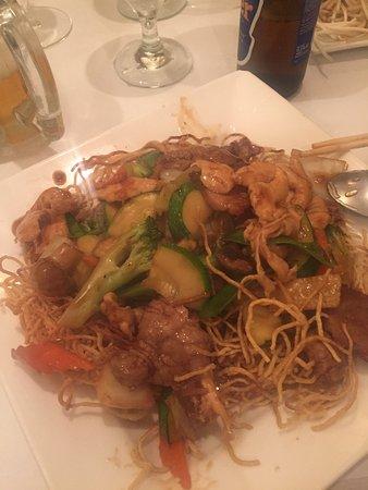 Jade Bistro: Crispy noodles with beef/chicken