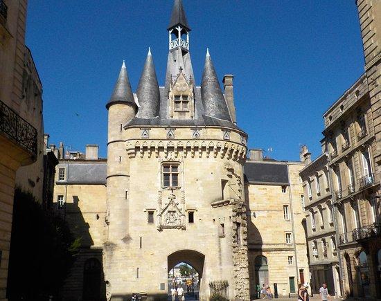 Fa ade interne picture of porte cailhau bordeaux for Porte cailhau