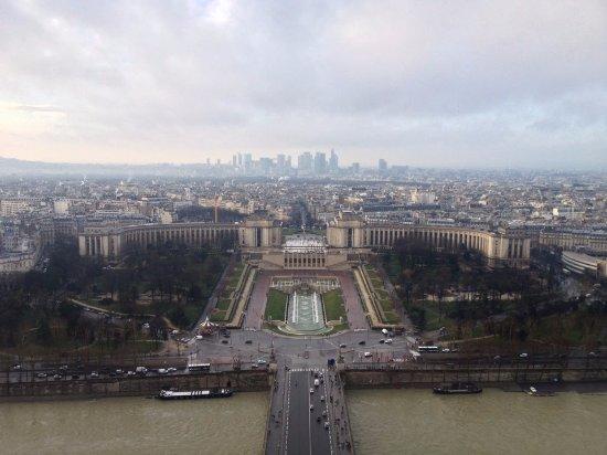 Palais de Chaillot: エッフェル塔から見たシャイヨー宮