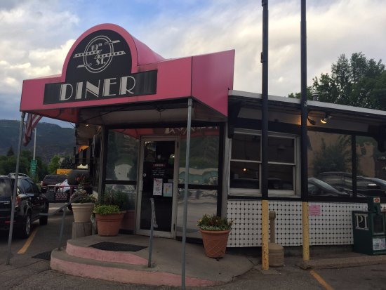 19th Street Diner: pink and black
