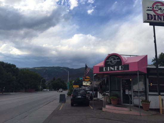 19th Street Diner: mountain backdrop