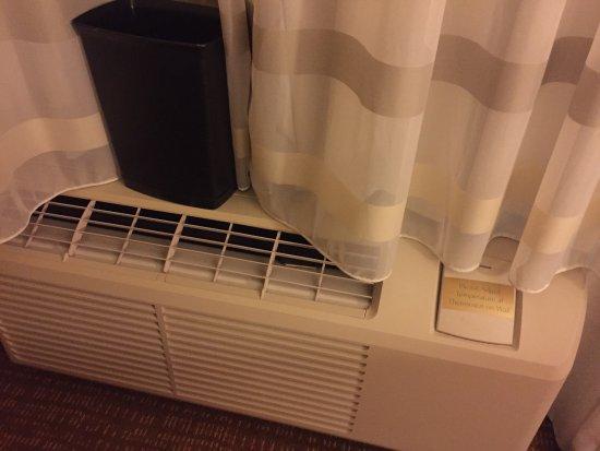 เวย์เน, เพนซิลเวเนีย: Expensive for Old; single pane windows, falling apart, mold funk smell, AC units struggling, sma
