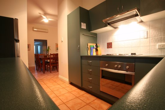 Cocos Beach Bungalows: Fully equipped kitchen