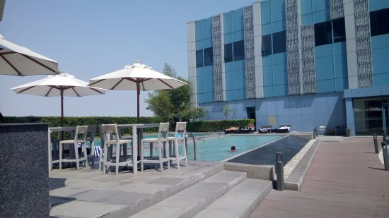 Crimson Hotel Filinvest City, Manila: Pool Area