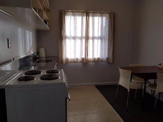 Kelly's Motel: kitchen