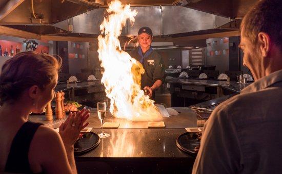 Fiesta Resort & Spa Saipan: Mai Teppanyaki fire