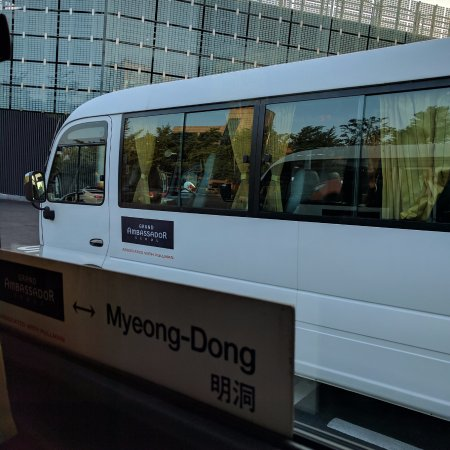 Grand Ambassador Seoul associated with Pullman: in the evening, 2 free hourly shuttle bus services, one to Myeongdong etc, the second to Dongdae