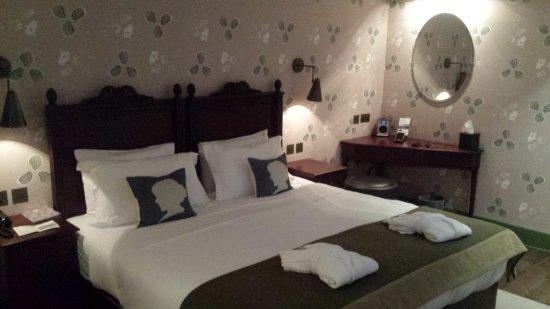 Morton Hotel: Room.