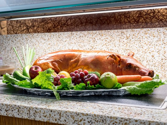 Fiesta Resort & Spa Saipan: Saipan's Best Cultural & Dance Show - Roasted pig
