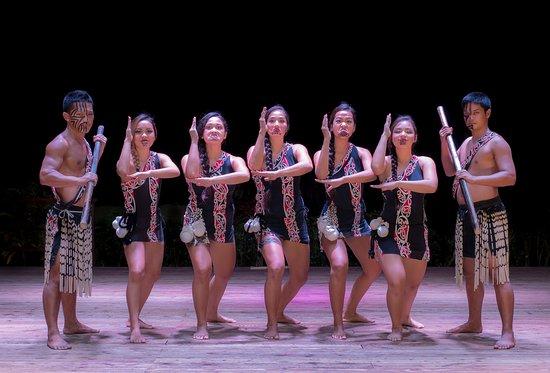 Fiesta Resort & Spa Saipan: Saipan's Best Cultural & Dance Show - Kiwi