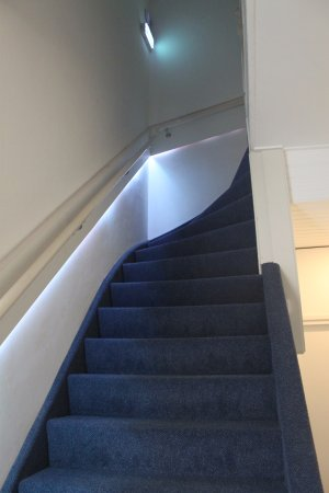 Hotel Mimosa: Stairs from ground floor to first floor