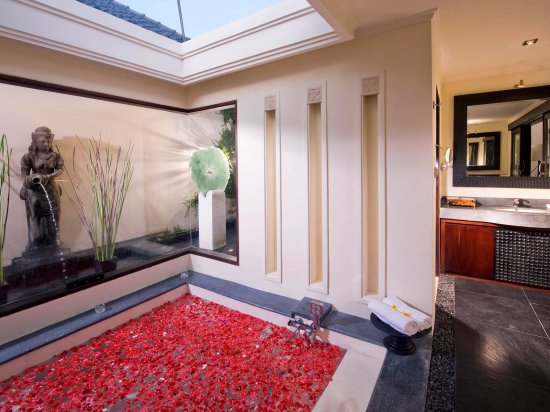 Villa Ylang Ylang: The Ylang Ylang - Eastern master bathroom