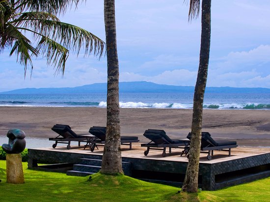 Villa Ylang Ylang: The Ylang Ylang - beach chairs overlooking the sea