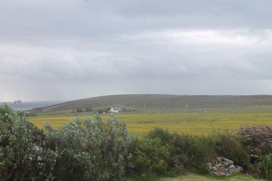 Orphir, UK: Uitzicht vanuit mijn kamer!