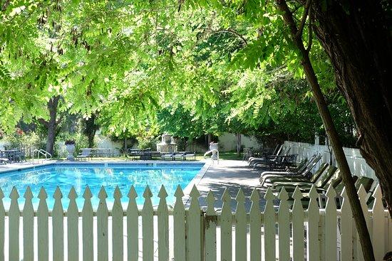 Vichy Springs Resort Photo
