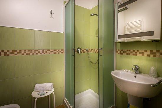 Bagno privato camera delux doppia foto di hotel genesio firenze