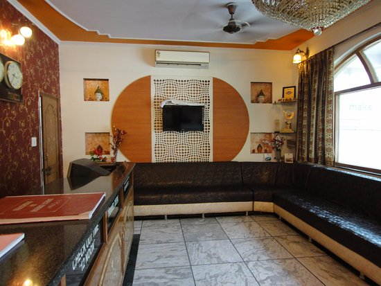 Hotel Taj Plaza: Reception cum lobby