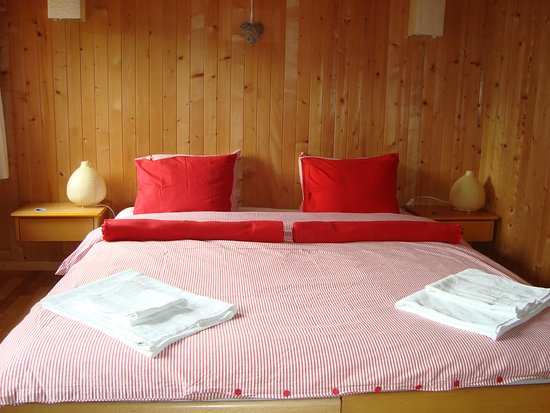 Rossinière, Szwajcaria: Chambre rouge