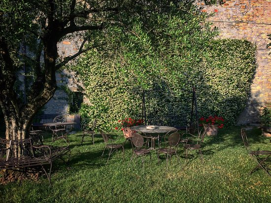Abbazia di Sant'Elena: Il giardino interno.