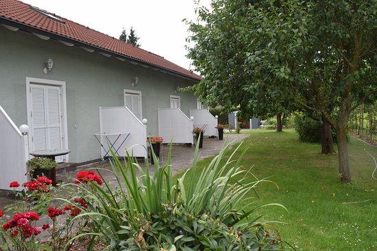 Bad Radkersburg, Austria: Jedes Zimmer hat einen eigene Terasse zum Garten