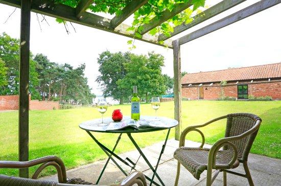 Iken Barns: Gardeners Den patio