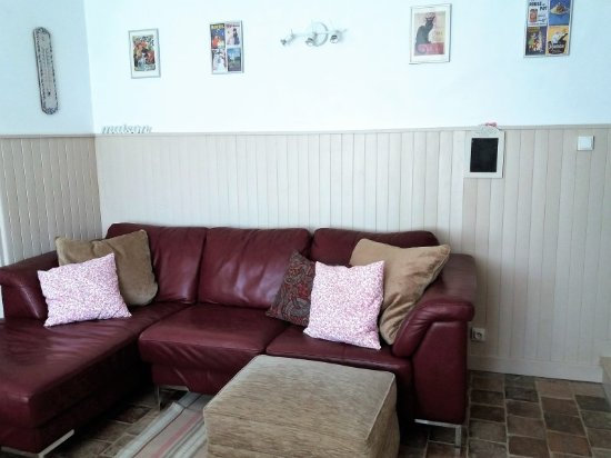 Le Grand-Pressigny, France: Open plan kitchen, living and dining room in Saule cottage (sleeps 6)