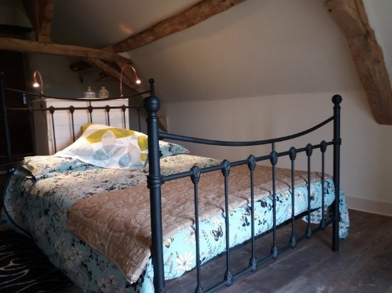 Le Grand-Pressigny, France: Master bedroom in Saule cottage, 2 bedrooms - sleeps 6