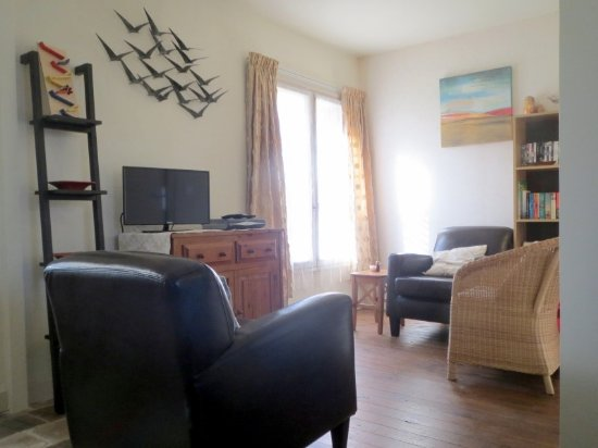 Le Grand-Pressigny, Γαλλία: Noix cottage sleeps 4 - open plan living/dining room & kitchen.