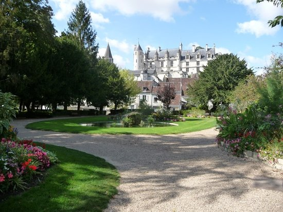 Le Grand-Pressigny, Γαλλία: One to visit - medieval Loches just 30 minutes scenic drive from les Limornieres