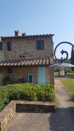 Castellare di Tonda Resort & Spa: Vue de face de la Résidence