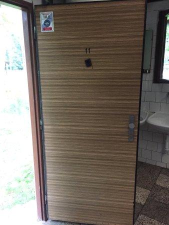 Susice, Czech Republic: Interiér chatky a sociální zařízení