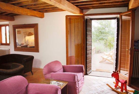 soggiorno della casa Acque - Picture of Case Di Gello, Montecatini ...