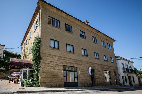 Hotel Villa de Ayerbe: Fachada Este