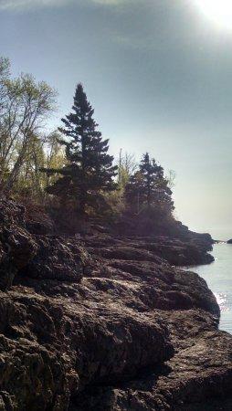 Thomsonite Beach Inn & Suites: Our ledge rock shoreline