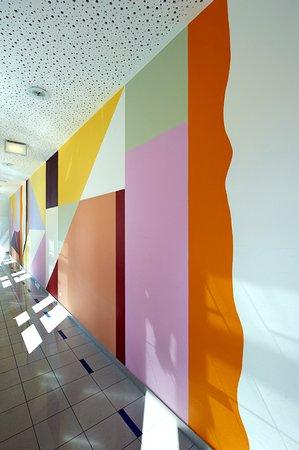 Kolpinghaus Wien-Zentral: Verbindungsgang im Design von Prof. Karl Korab
