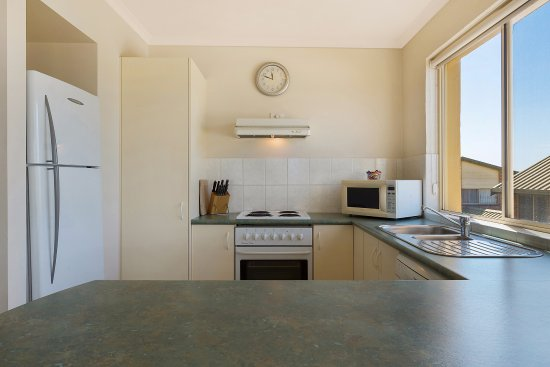 Baywatch Luxury Apartments Full Kitchen Facilities In All Now Updated Renovated