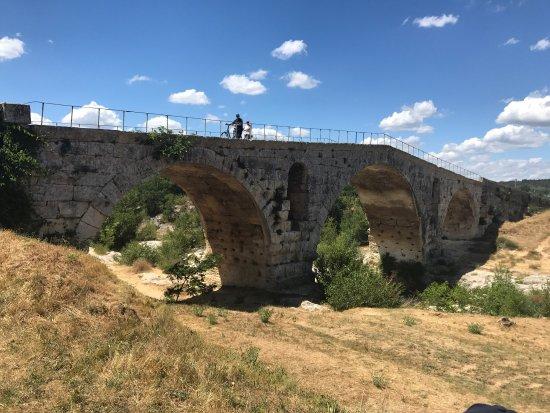 Le Pont Julien : Over 2000 years old