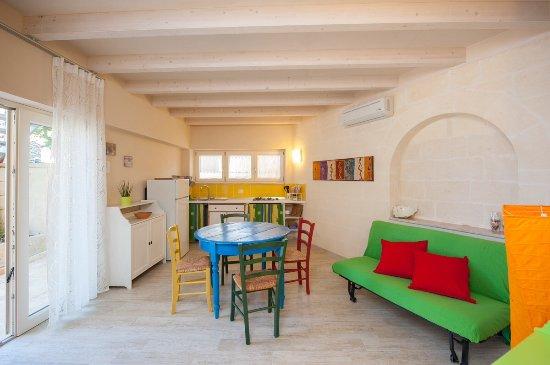 Due stanze in una come arredare un soggiorno con angolo cottura