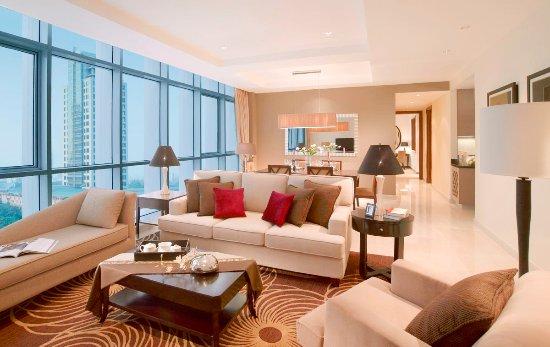 Oakwood Premier Cozmo Jakarta: Living and dining room
