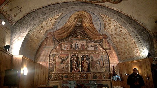 Esglesia de Sant Miquel de La Mosquera: altar y vista general del retablo