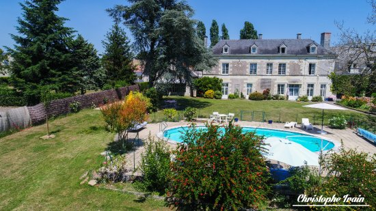 Huismes, Francia: The Park and the pool of La Chancellerie