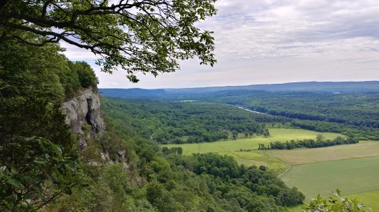 Delaware Water Gap National Recreation Area: Cliff Trails overlook (one of them)