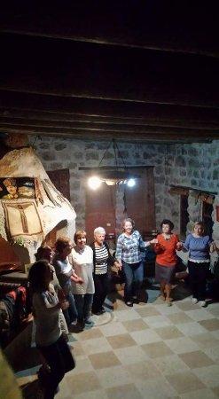 Cappadocia Akkoy Evleri Caves : Akköy evlerinde hoş sohbet ve eglence köşeleri..